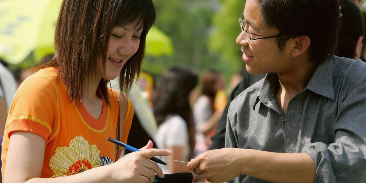 """""""Ni perfume ni pelo suelto"""": El sexista manual de conducción para mujeres de Shanghái"""