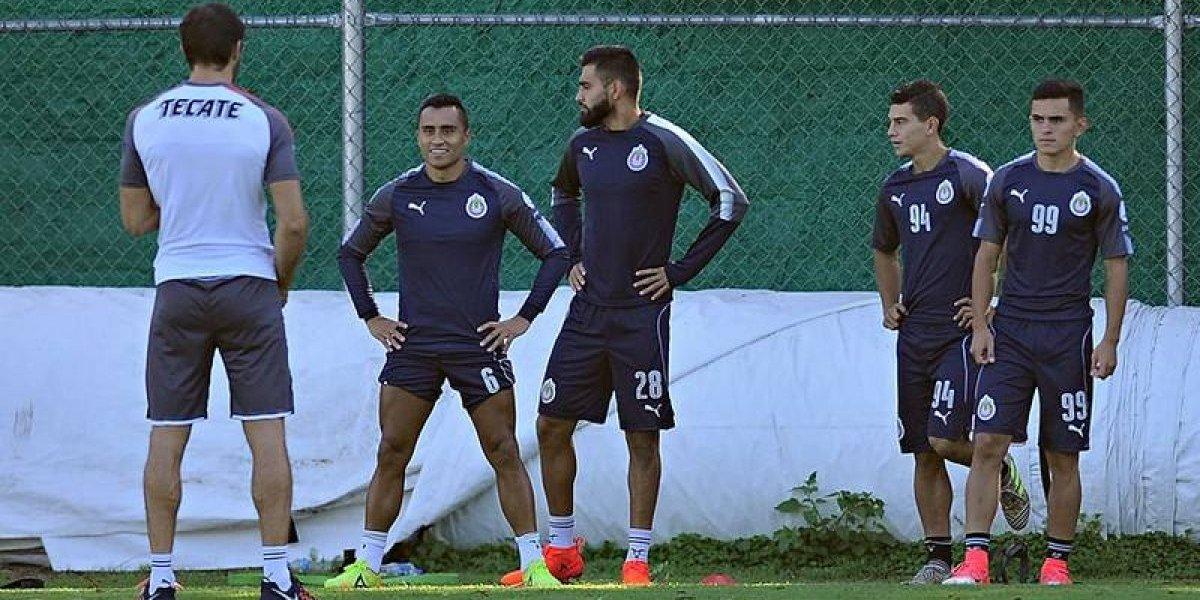 Problemas en Chivas. Aris Hernández y 'Chofis' López tienen roce en práctica
