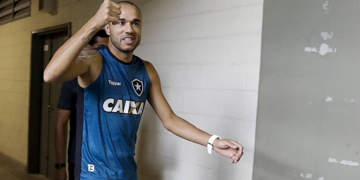 Roger faz 1º treino no Botafogo após vencer câncer e comemora 'dia mais especial'