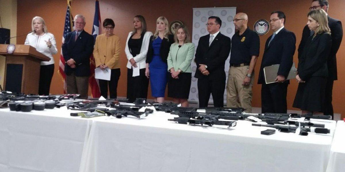 Arrestan a 14 por vender armas en centros comerciales