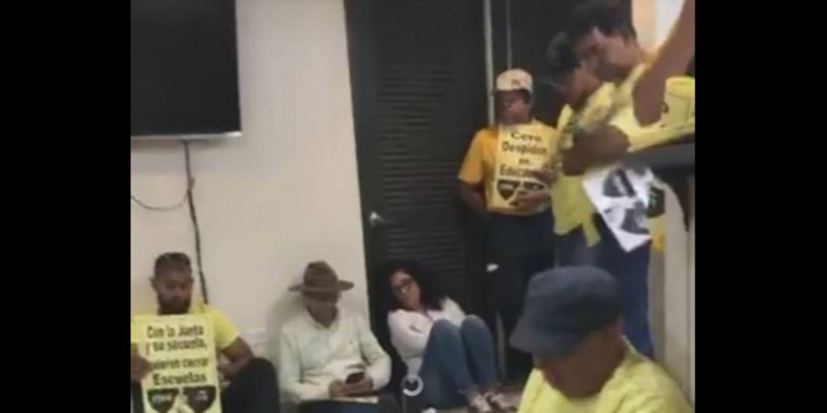 Arrestan 18 maestros que se manifestaban en oficinas de secretaria de Educación