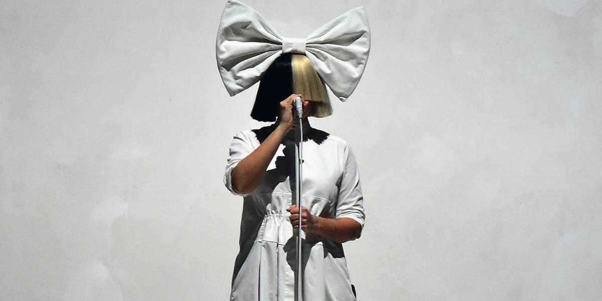 Sia passa a perna em paparazzo que tentava vender fotos em que aparecia nua; entenda