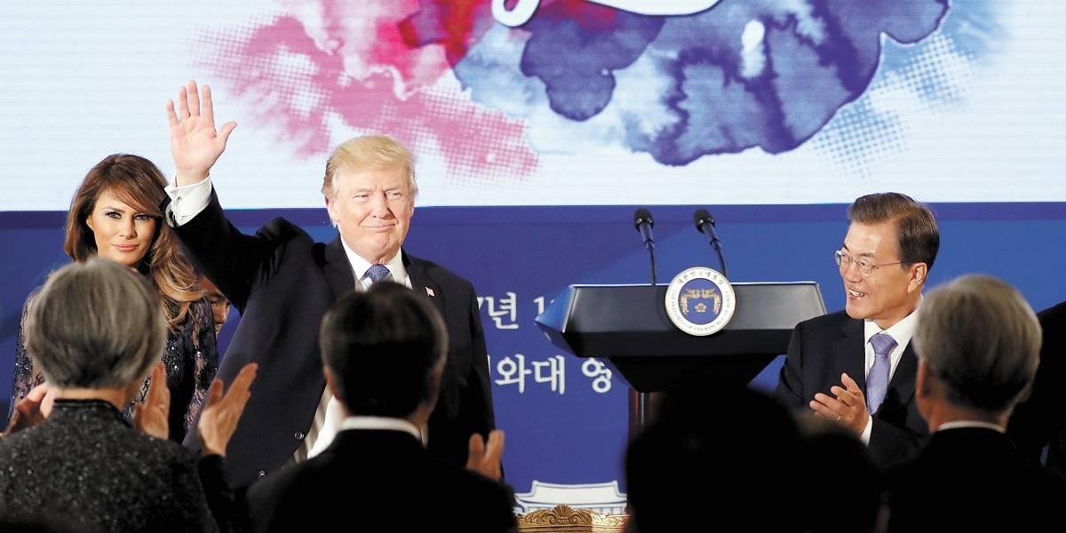 Em viagem pela Ásia, Trump fala em força militar, mas defende diálogo