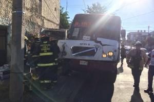 Ambulancia fue colisionada por unidad del transporte público