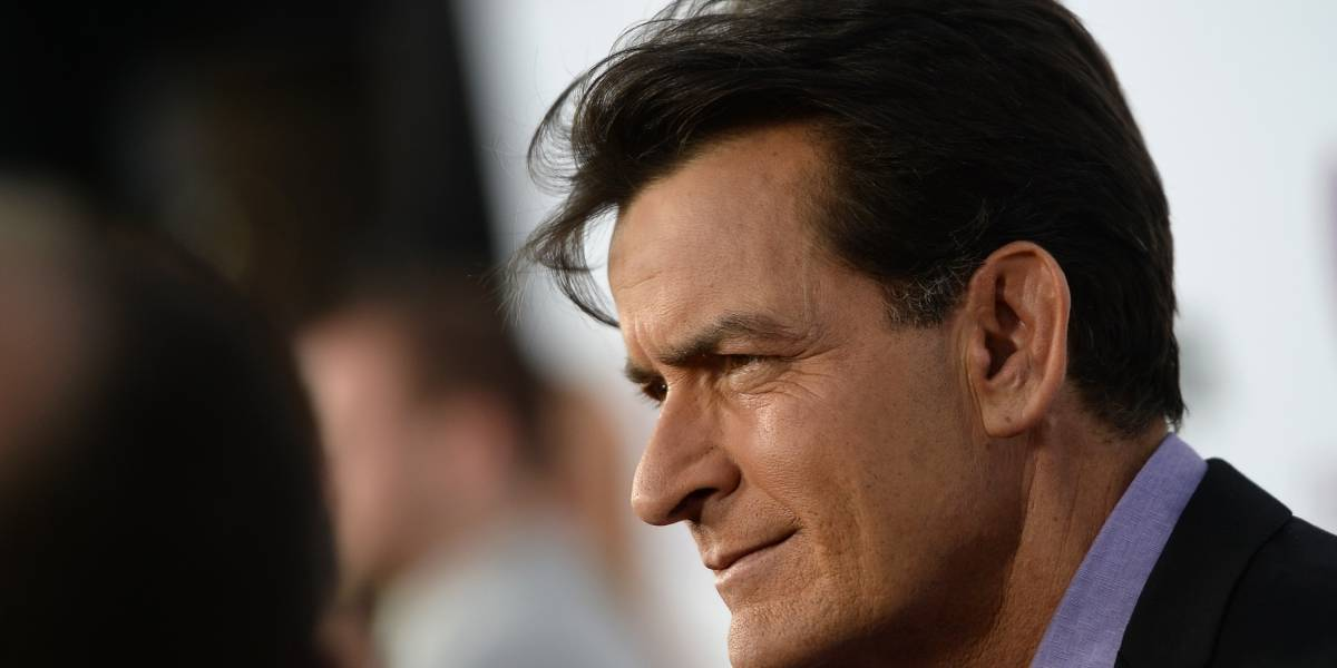 Charlie Sheen es acusado de abusar de un actor menor de edad
