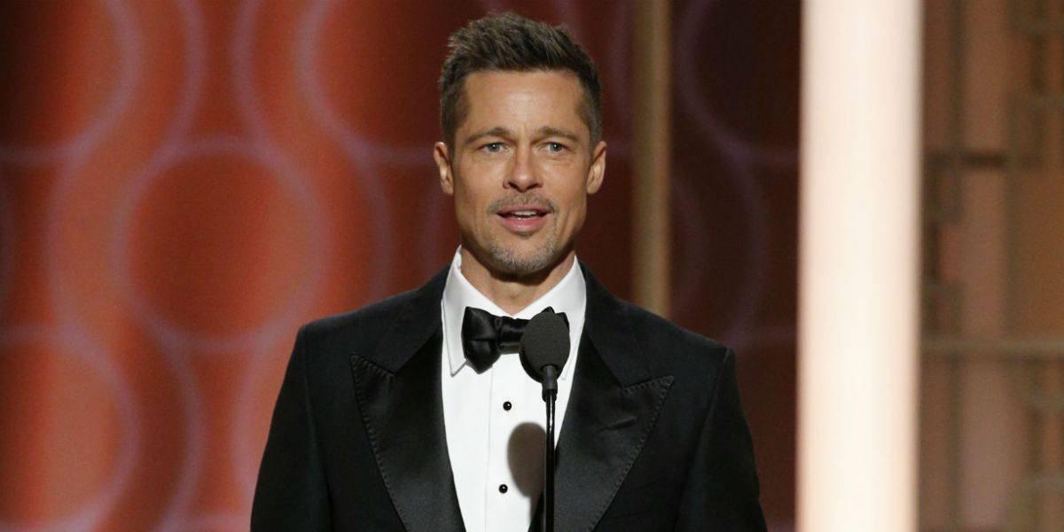 Brad Pitt aparece en un evento con el rostro extrañamente rejuvenecido