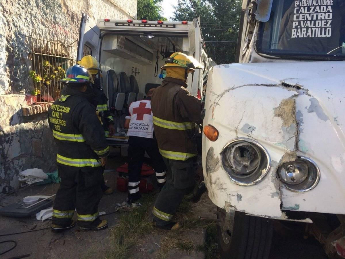 El encontronazo ocurrió en el cruce de la calle Esteban Alatorre y Juan R. Zavala. FOTO: Cortesía