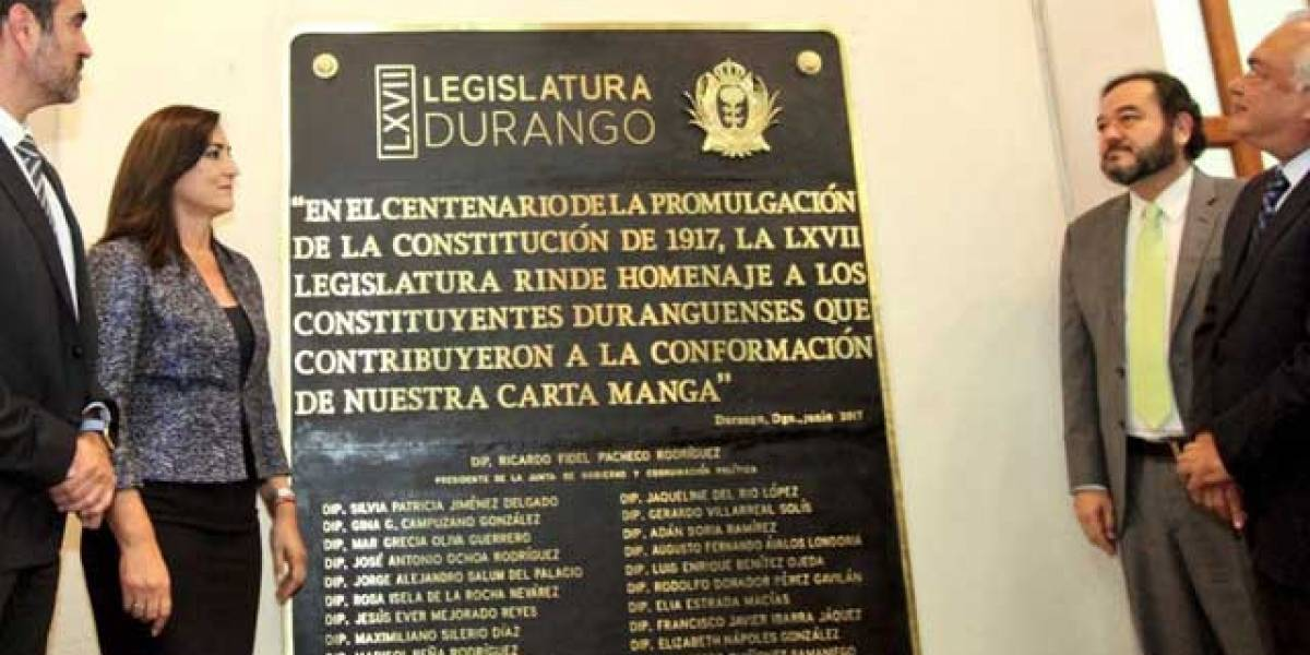 ¿Error o photoshop? Placa de la 'Carta Manga' en Durango