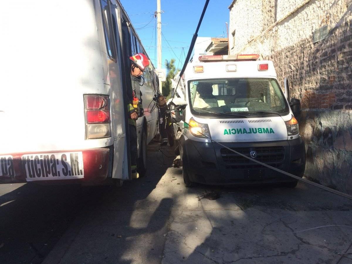 La emergencia fue atendida por paramédicos de la Cruz Roja, Cruz Verde y Bomberos. FOTO: Cortesía