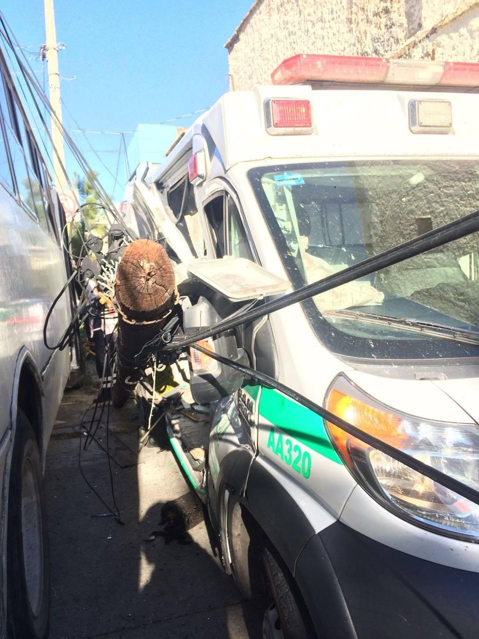 Se informó que el camión no respetó el paso de la ambulancia que llevaba los códigos encendidos. FOTO: Cortesía