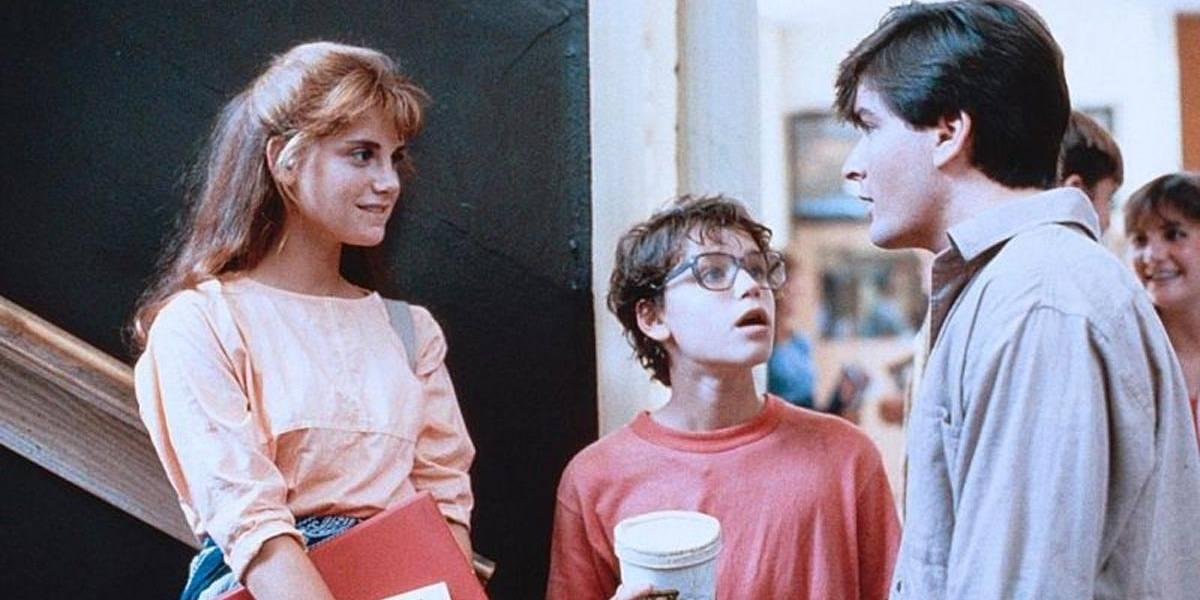 Ex-ator diz que Charlie Sheen estuprou garoto de 13 anos em 1986; astro nega