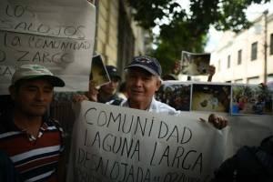 Desalojados de Laguna Larga, en Petén