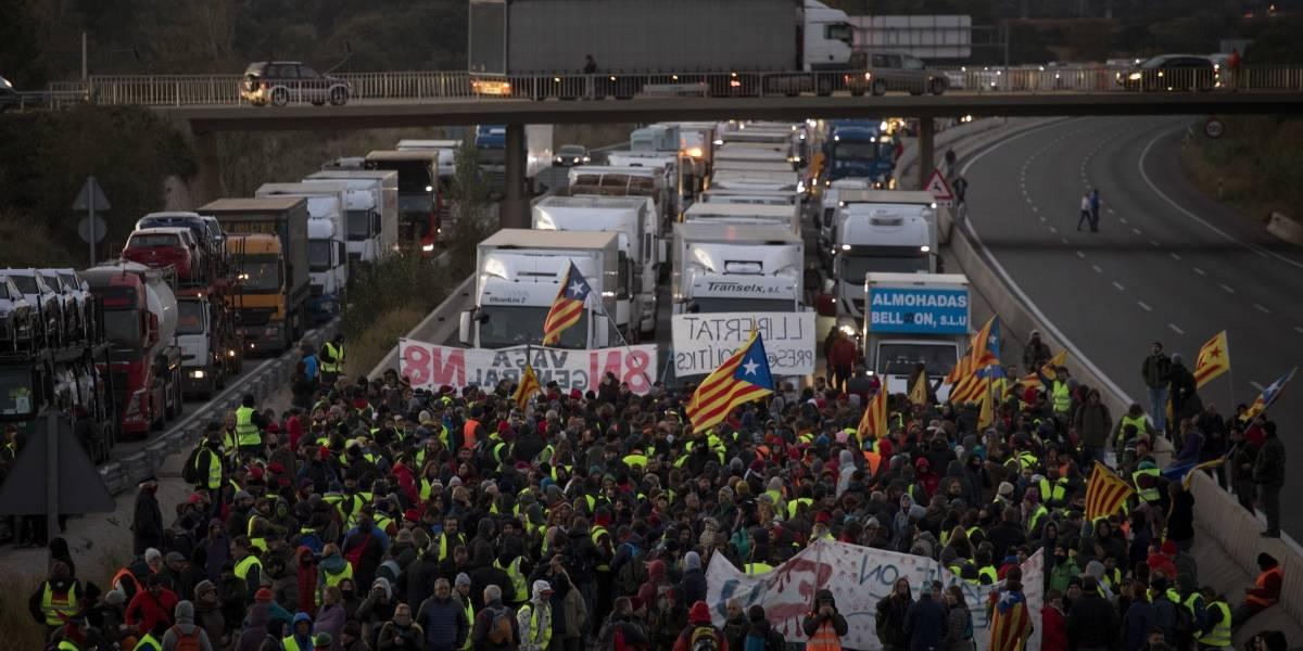 Protestas bloquean rutas y trenes en Cataluña