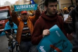 manifestantescataluna10-9011f85eb68072401a1e17df30228d28.jpg