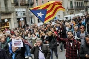 manifestantescataluna12-13ced7acb8cb9b4f9546e8b21622413e.jpg