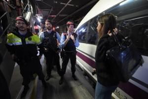 manifestantescataluna6-f8b3729304d02ddbac470c24fb46da5b.jpg