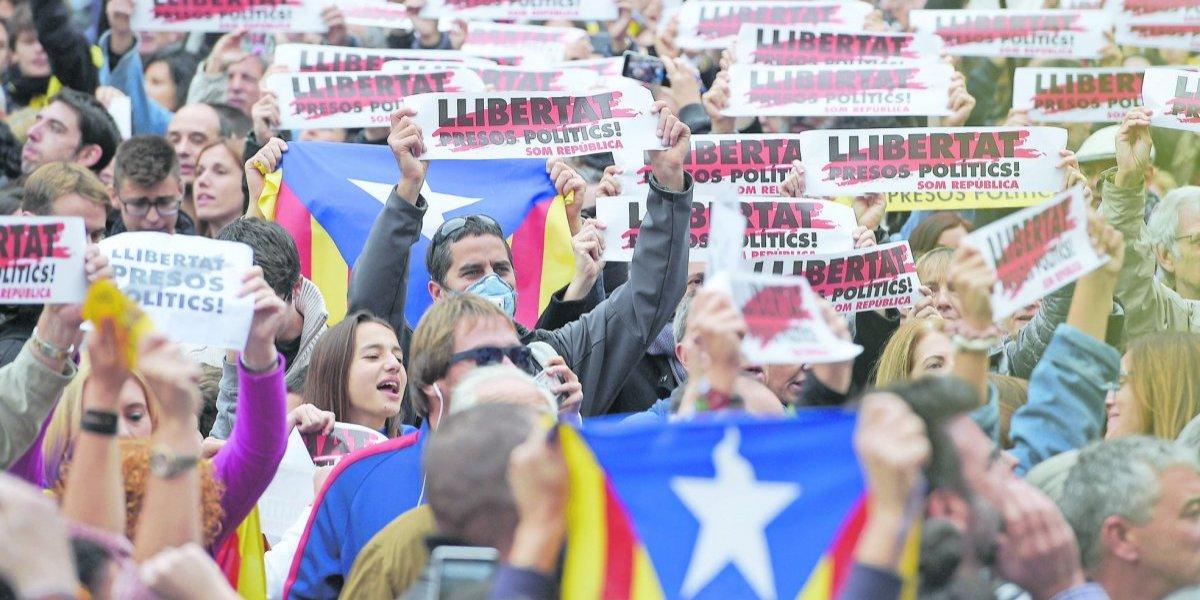 Anulan declaración de independecia catalana