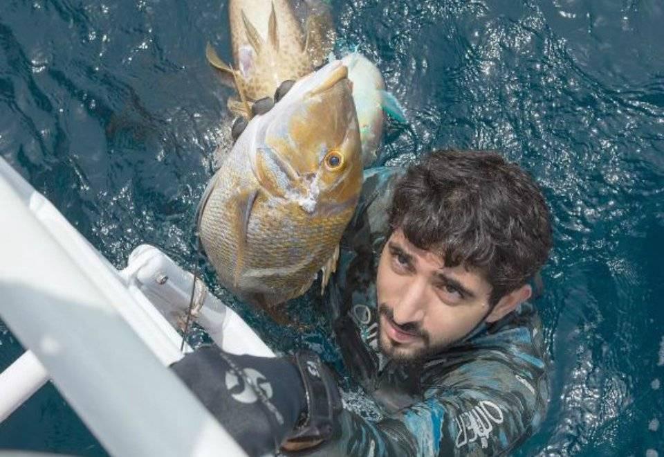 Fazza pratica esportes como futebol, tênis, mergulho, pesca submarina e ciclismo | Reprodução/Instagram