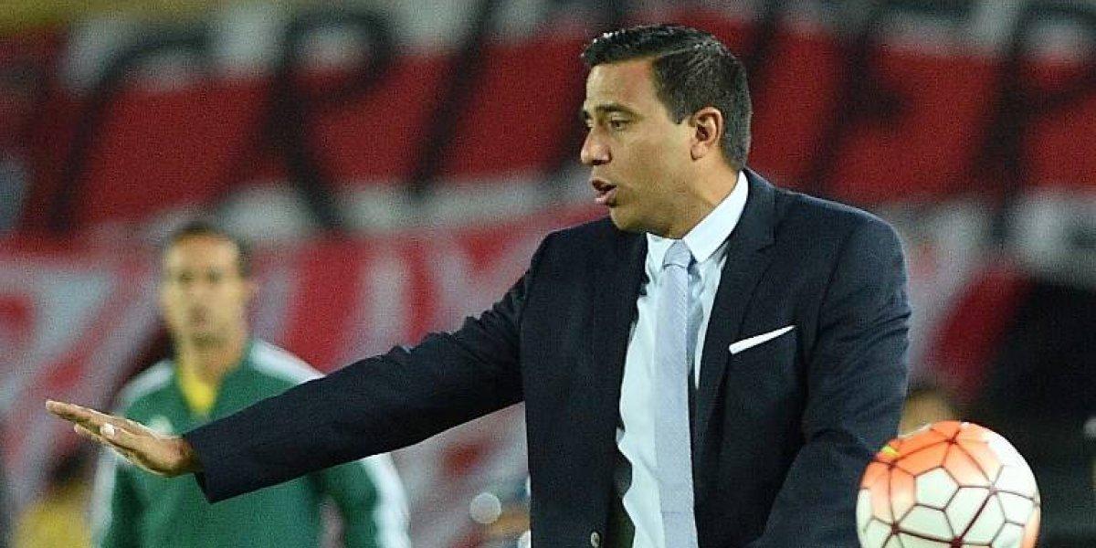 """Conflicto con Borghi y dura sanción en Bolivia: el perfil polémico del """"Mourinho"""" que sigue Colo Colo"""