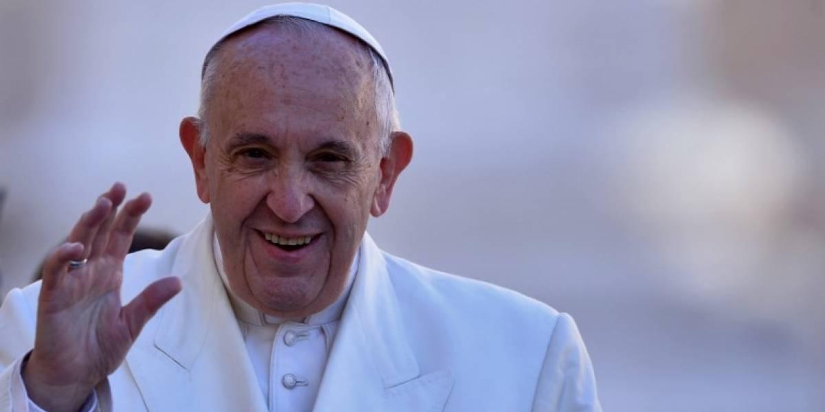 El Papa le hace la guerra al cigarro: ordenó que se prohíba su venta en toda la Ciudad del Vaticano