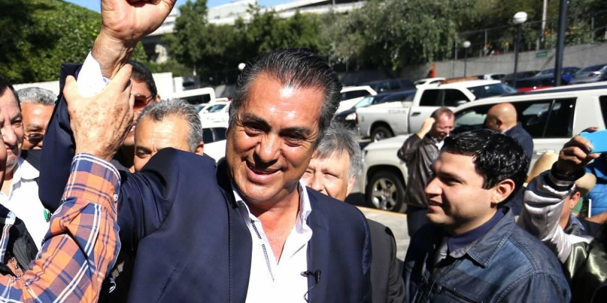 El Bronco rebasa en firmas a Margarita Zavala