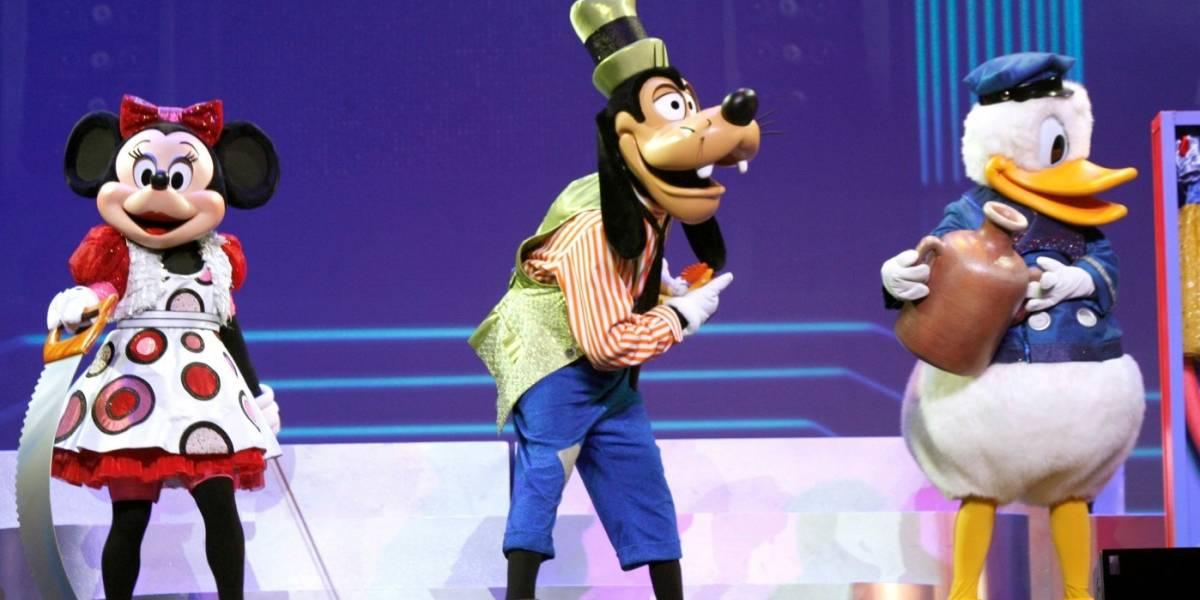 Niña adivina contraseña de su padre y reserva en Disney