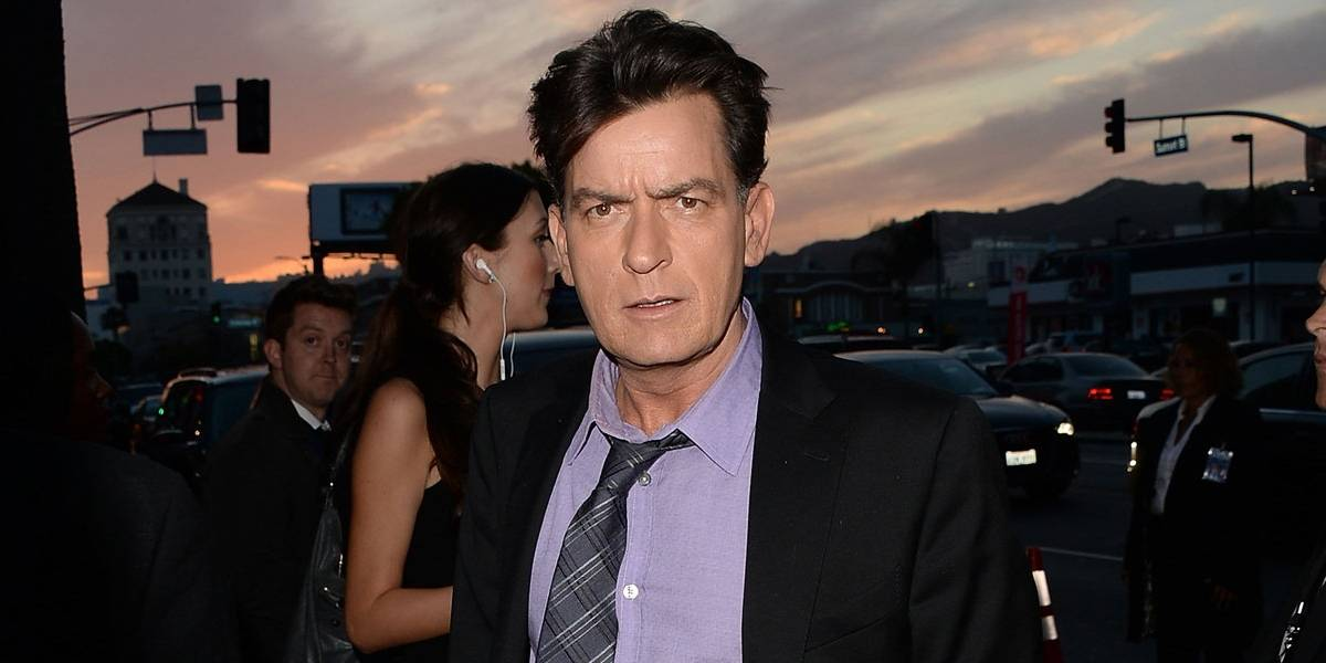 Charlie Sheen nega ter abusado sexualmente de Corey Haim