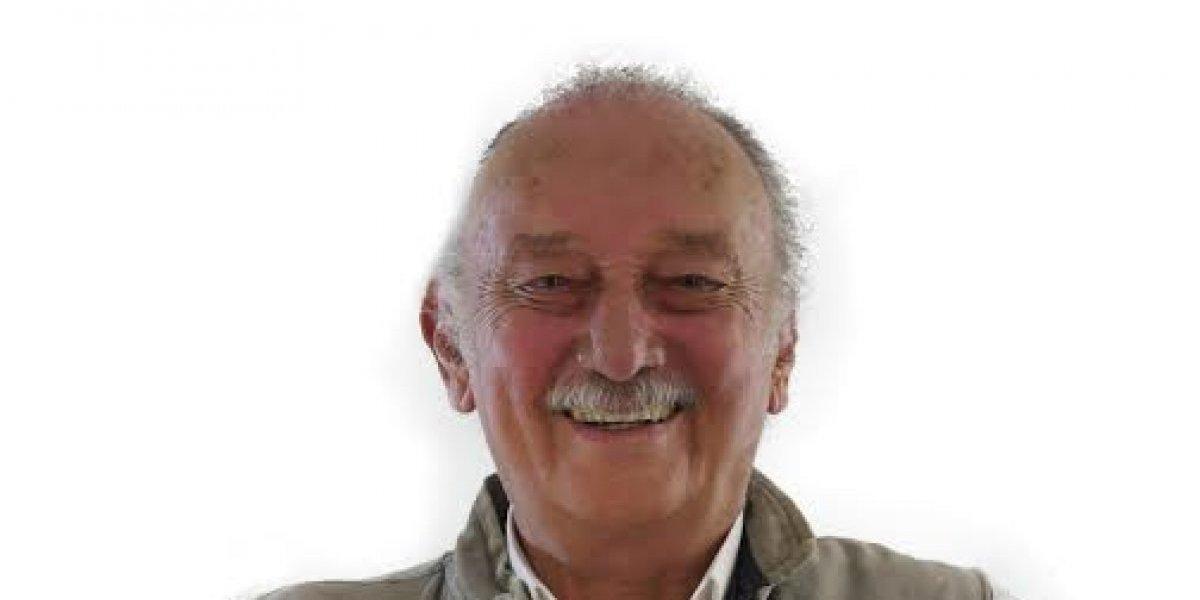 Fidelio Despradel felicita a Wilson Roa por triunfo en el Colegio Médico