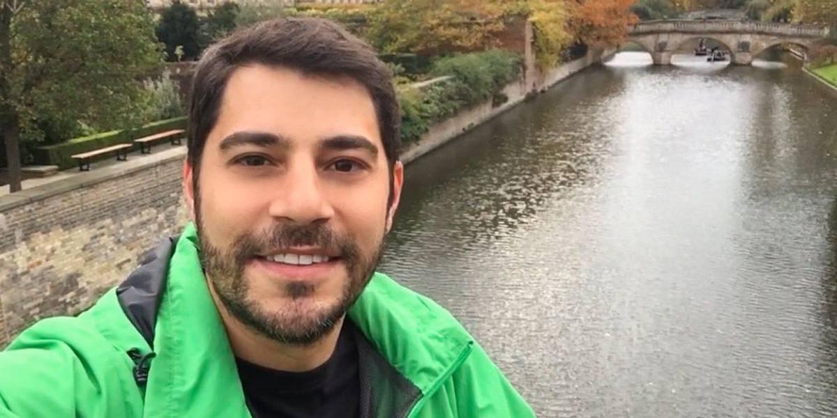 Evaristo Costa posta 'cara de sono' e fãs mostram como é a real aparência de quem acabou de acordar