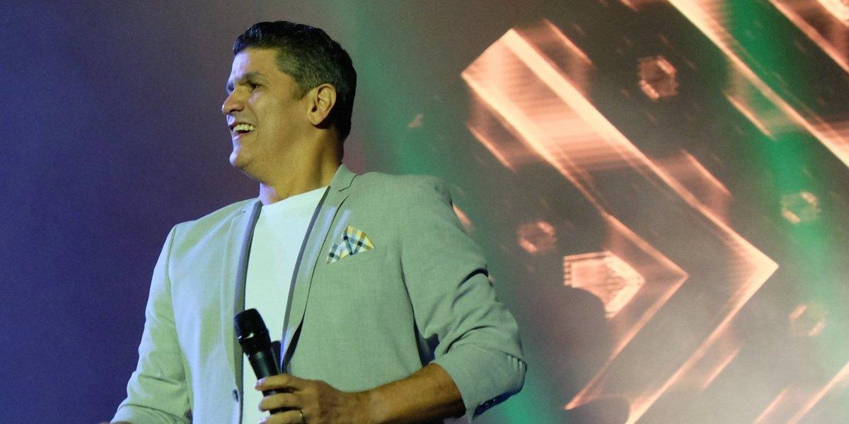 Eddy Herrera y su merengue se adueñan de Perú