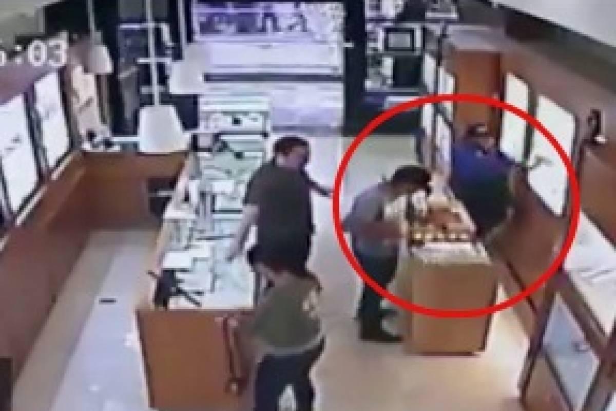 e91338e3c691 Difunden video del momento exacto del asalto a joyería en Santa Fe ...