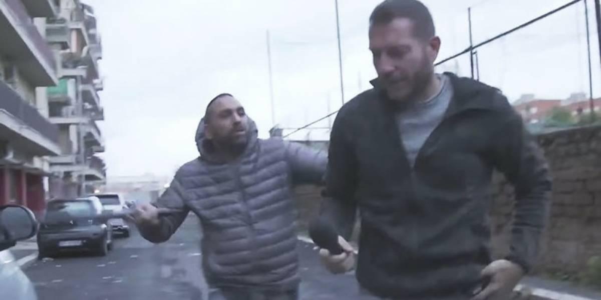 VIDEO. Mafioso golpea brutalmente a un periodista italiano durante un reportaje