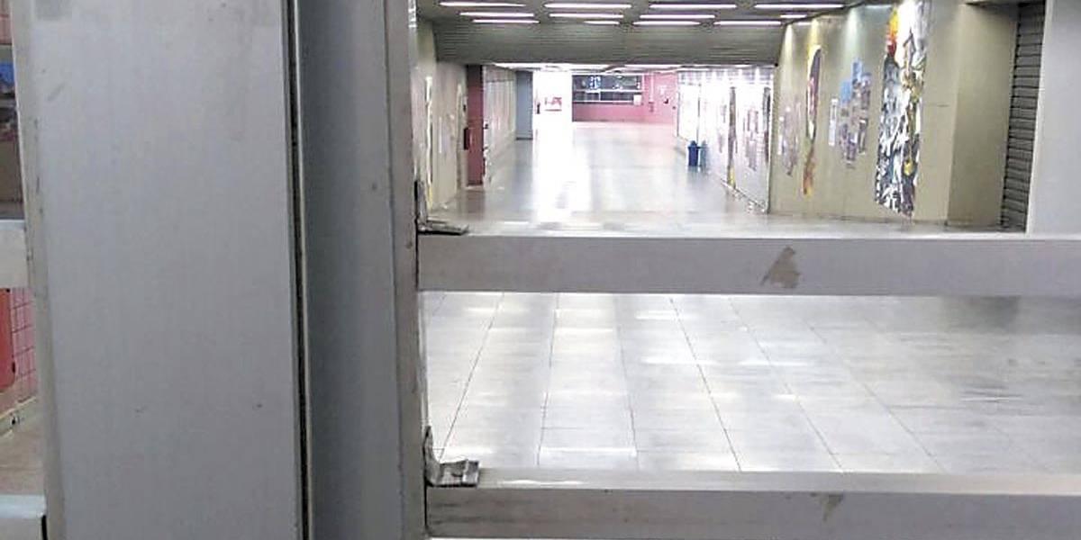 Metrô fecha no meio do dia e GDF corta ponto de grevistas