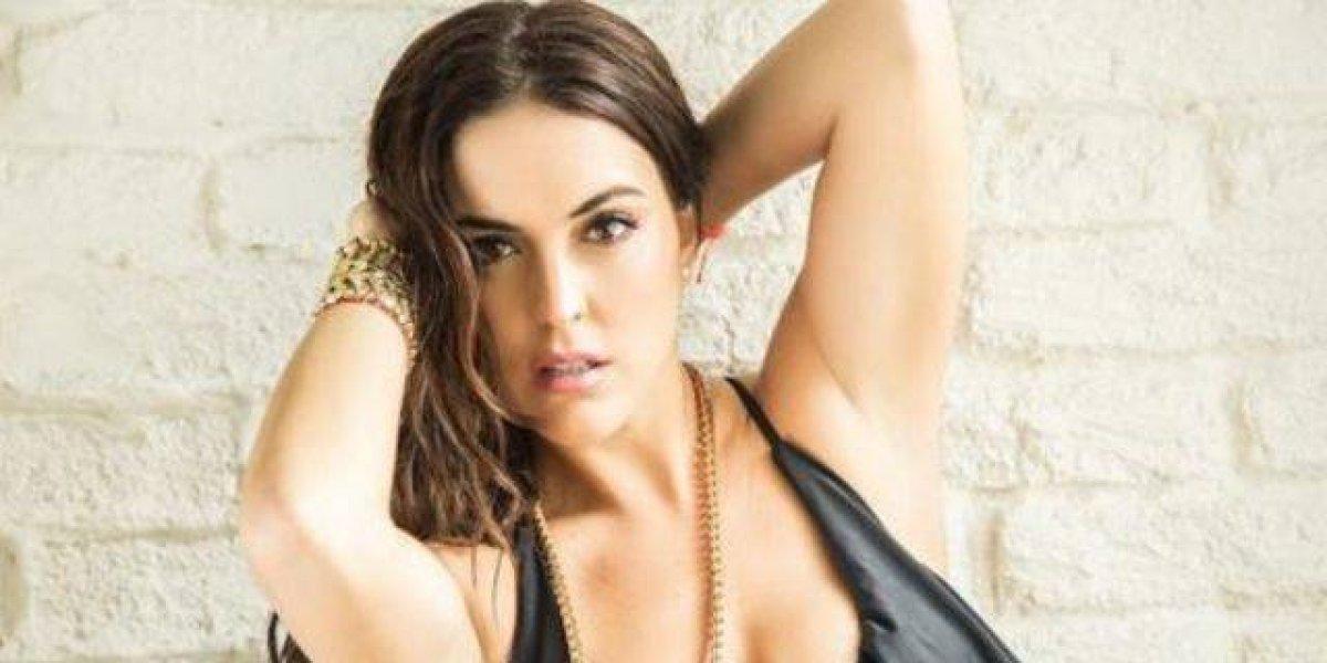Conductora mexicana celebra 700 mil fans con muy poca ropa y en sensual pose