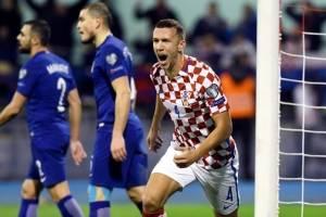 Ivan Perišić celebra un gol contra Grecia