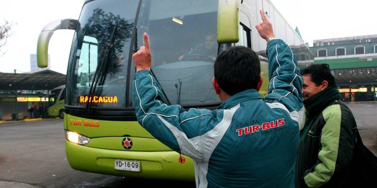 """Turbus y Pullman """"con destino"""" al Transantiago: empresas de buses interurbanos quieren operar en la capital"""