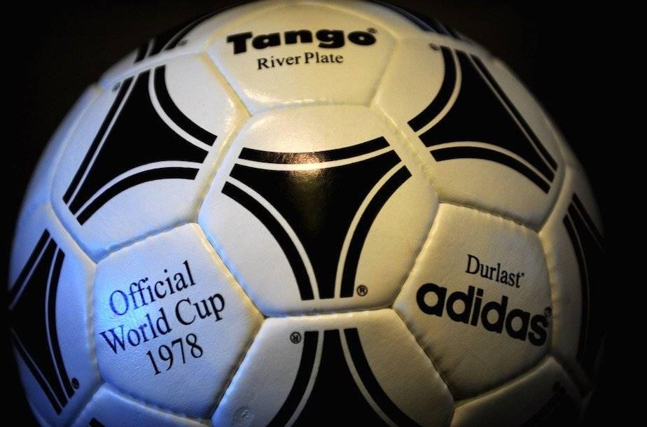 Adidas Tango fue el balón que se ocupó durante el Mundial celebrado en Argentina de 1978/Getty Images