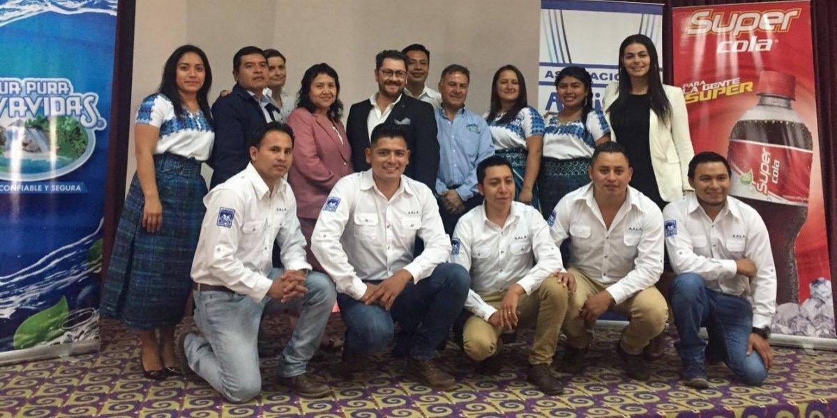 Motivan a más de 15 mil estudiantes a cuidar el Lago de Atitlán