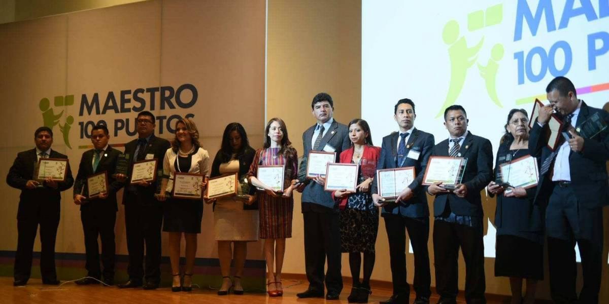Maestros y directores reciben reconocimiento Maestro 100 puntos