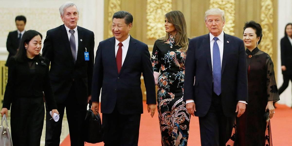 Melania Trump arrasa com vestido Dolce & Gabbana em jantar em Pequim