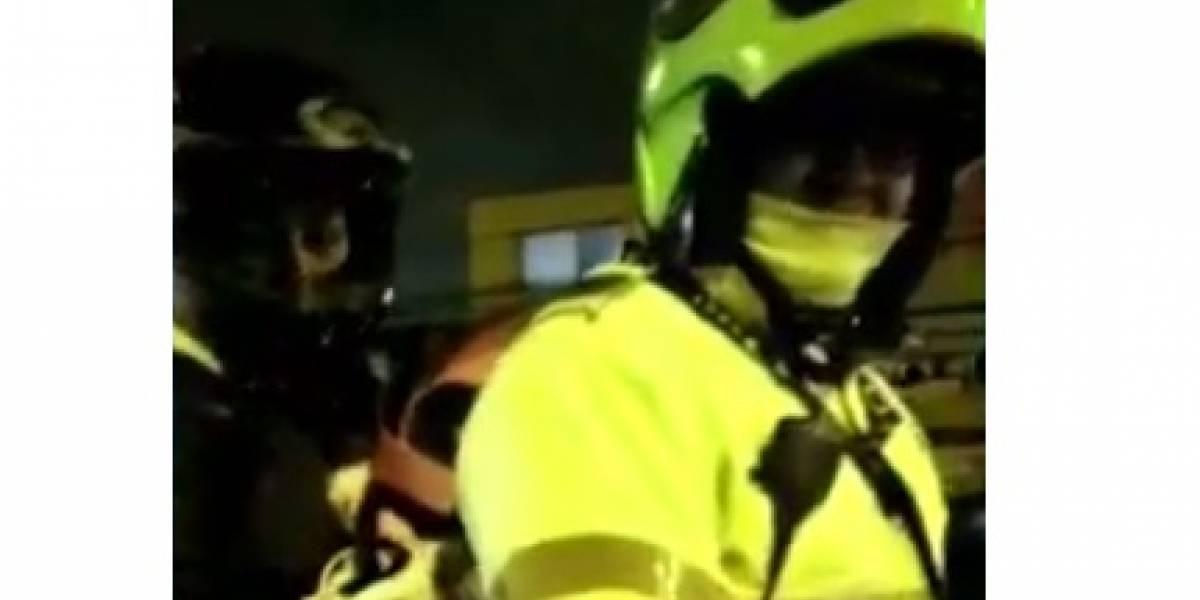 ¡Olímpica! Así fue la respuesta de un policía en Bogotá cuando lo pillaron en la moto