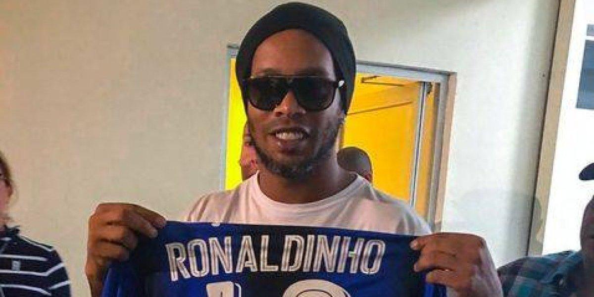 Ronaldinho muestra su clase con un verdadero golazo en México — YouTube