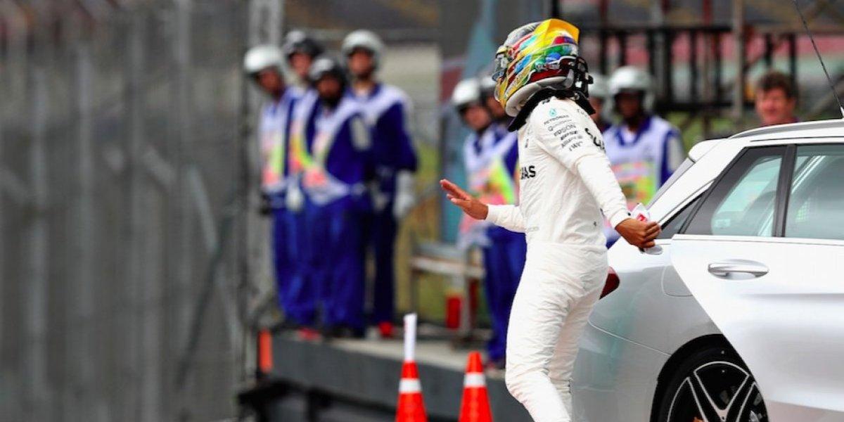 VIDEO: Hamilton golpea su coche y queda fuera de la clasificación del GP de Brasil