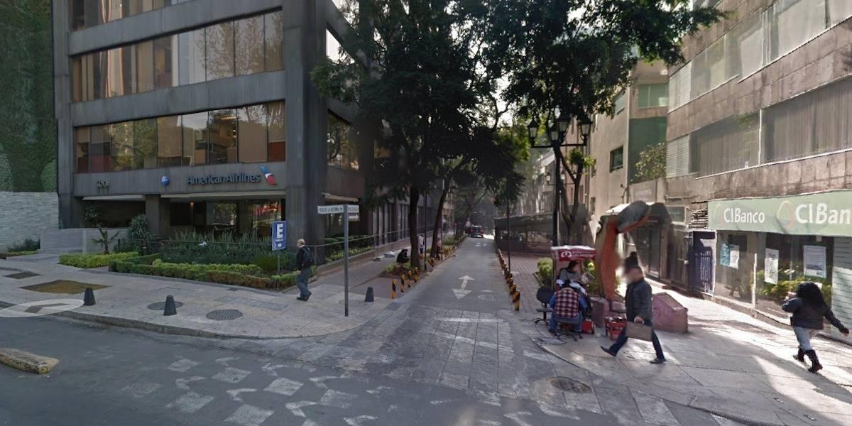Asesinan a golpes a hombre en Paseo de la Reforma