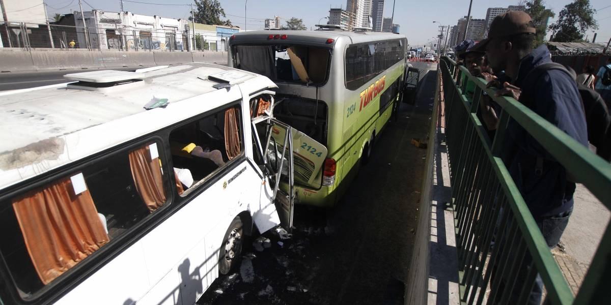 Choque entre buses en Ruta 5 Sur deja al menos tres fallecidos