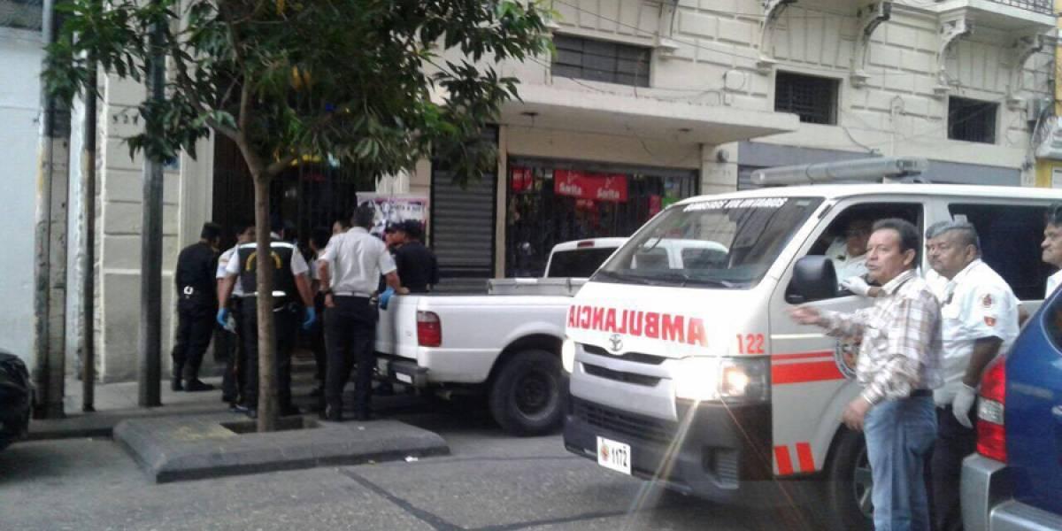 Dos fallecidos y varios heridos deja balacera en 11 calle de la zona 1