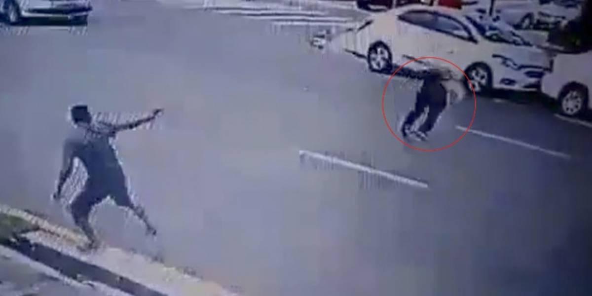 VIDEO. Un estudiante se opone a un asalto y ladrón le dispara en la cabeza
