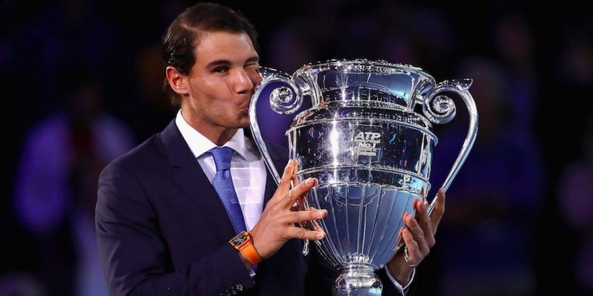 Rafael Nadal recibe trofeo como el mejor jugador del año