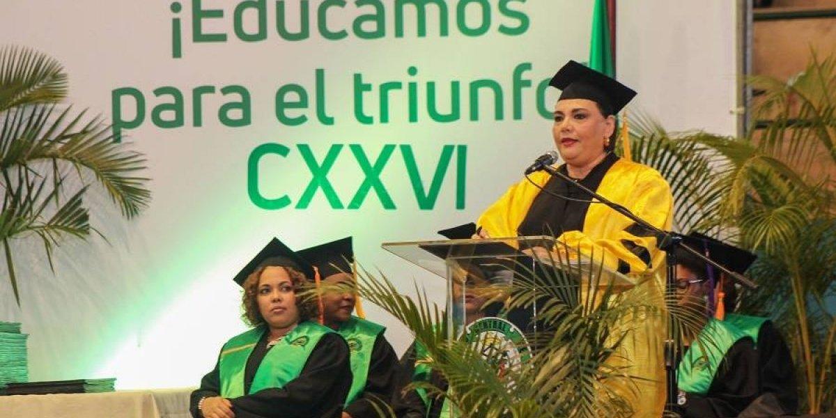 UCE gradúa a 349 nuevos profesionales