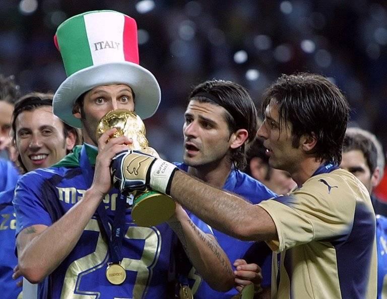 Materazzi, Iaquinta y Buffon festejando el título mundial en Alemania 2006 / Foto: AFP